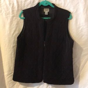 Zippered lined vest, stitched that looks quilted